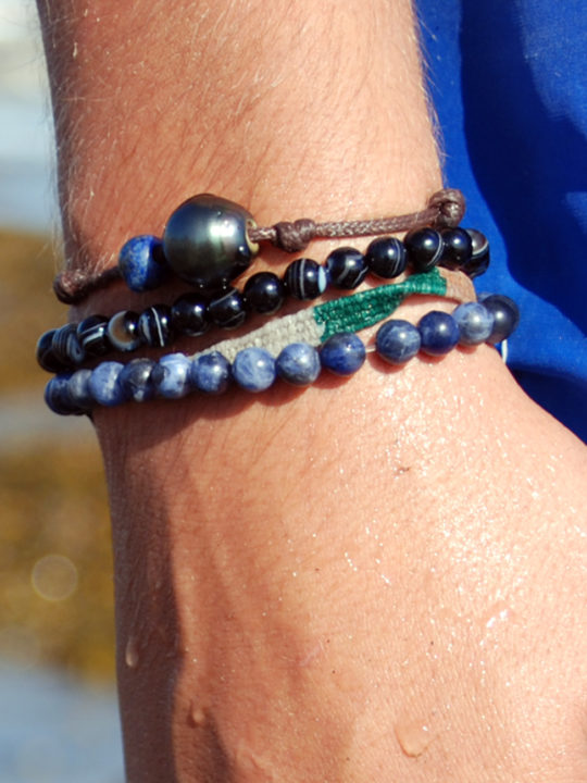 211 bracelet tahiti hand2
